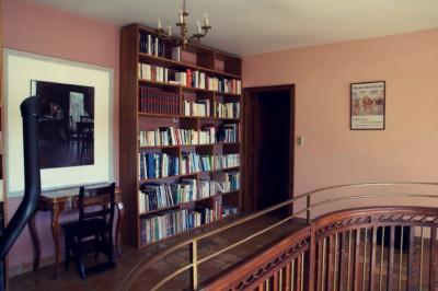 Bibliothèque vue de gauche copy