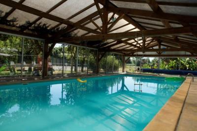 eau cristalline de la piscine